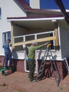 Объект №36. Монтаж дверного блока на лоджию, монтаж сайдинга
