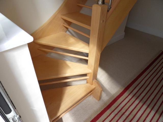 Лестница на мансарду: как украсить путь наверх