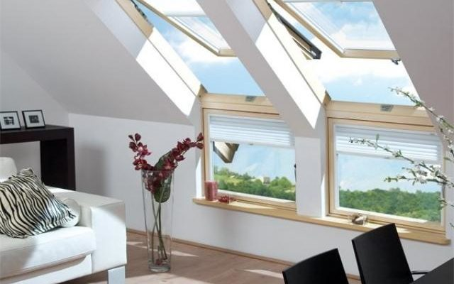 Окна в мансарде: светло, тепло, надежно.