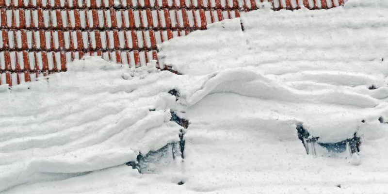 Установка снегозадержателей на крыше, фото
